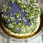 Tort obsypany kwiatami 2...
