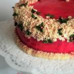 Tort obsypany kwiatami...