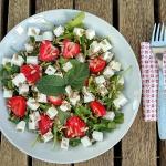 Salatka z rukola, truskaw...