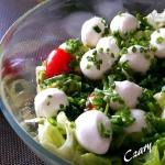 Salatka z mozzarella i aw...