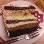 Czekoladowy tort z chalwa...