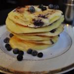 Zdrowe pancakes z jagodam...