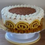 Tort na roladzie z banana...
