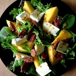 Salatka z mango, sera bri...