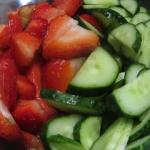 Salatka z truskawkami