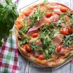 Pizza z prosciutto i...