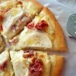 Pizza z wedzona szynka, s...