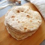 Domowe razowe tortille...