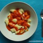 Kopytka w sosie pomidorow...