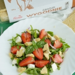 Salatka z rukoli, truskaw...