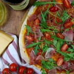 Pizza z szynka parmenska,...