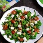 Salatka z rukola, grzanka...