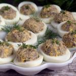 Jajka faszerowane pieczar...