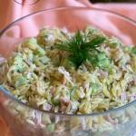 Salatka z makaronem orzo,...