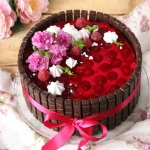 Tort urodzinowy malinowo-...