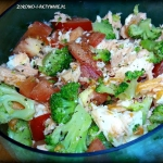 Salatka z lososia, brokul...