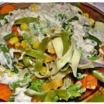 Makaron z warzywami na pa...