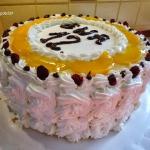 Tort urodzinowy z brzoskw...
