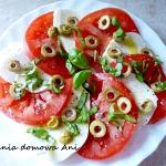 Salatka caprese z oliwkam...