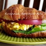 Croissant z jajecznicą
