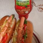 Hot-dogi i ketchup...