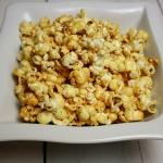 Popcorn karmelowy –...
