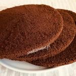 Prosty biszkopt kakaowy