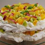 Hawajski tort bezowy