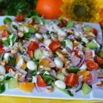 Teczowa salatka z wedzony...