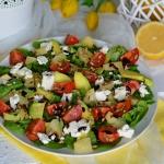 Salatka z awokado, ananas...