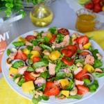 Salatka z ostrym lososiem...