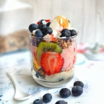 Śniadaniowy deser owocow...