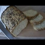 Pszenny chleb z ziarnami ...