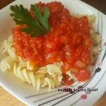 Makaron z sosem pomidorow...
