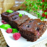 Fit brownie z malinami w...