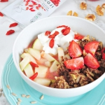 Śniadaniowy bowl z jagod...