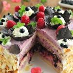 Tort z czarnej porzeczki