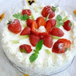 Tort z truskawkami z...