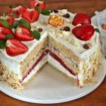 Tort truskawkowo...